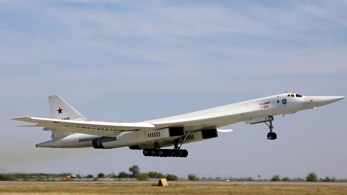 Ракетоносцы Ту-160 ВКС России совершили полет над Атлантикой в сопровождении норвежских истребителей