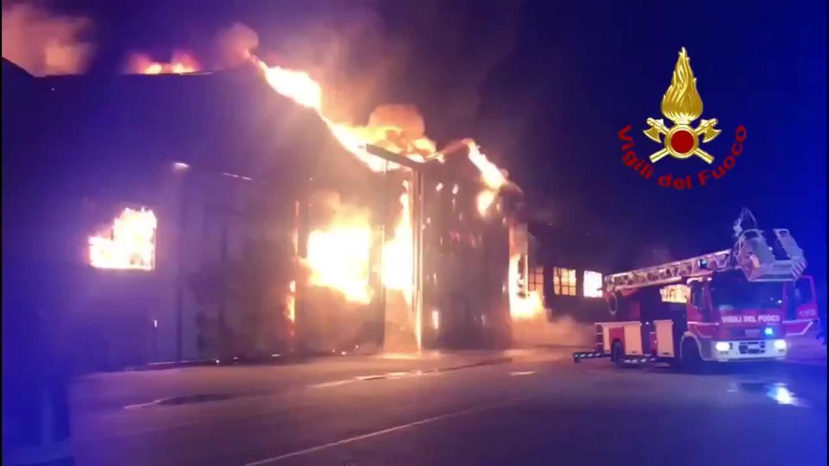 إيطاليا: استمرار عمليات مكافحة حرائق اندلعت في ميناء أنكونا