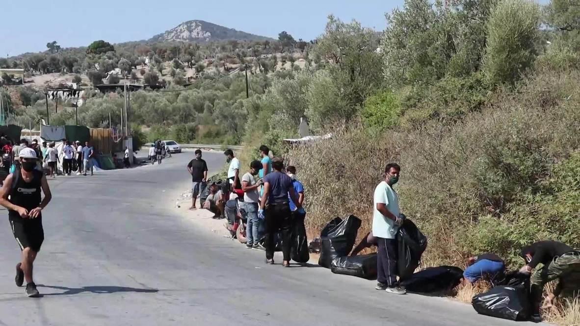Grecia: Migrantes voluntarios limpian las carreteras mientras varios continuan sin hogar tras los incendios
