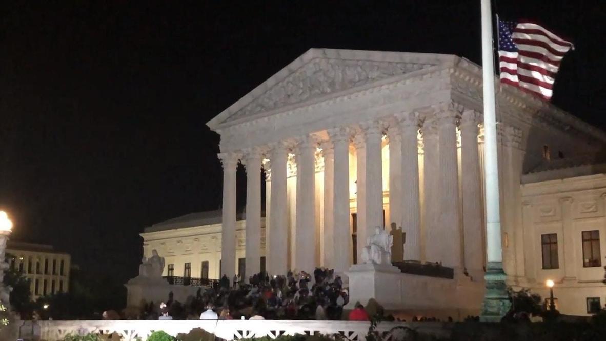 EE.UU.: Cientos de personas lloran la muerte de Ruth Bader Ginsburg frente a la Corte Suprema