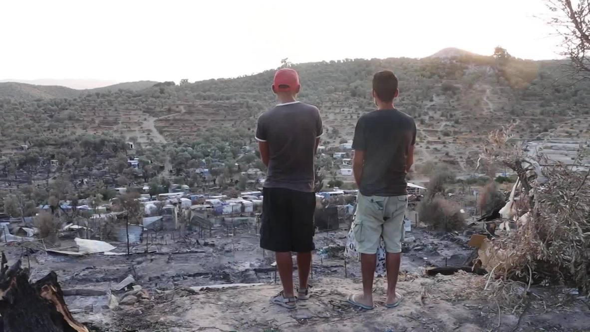Grecia: Migrantes buscan sus pertenencias entre los restos del incendiado campamento de Moria