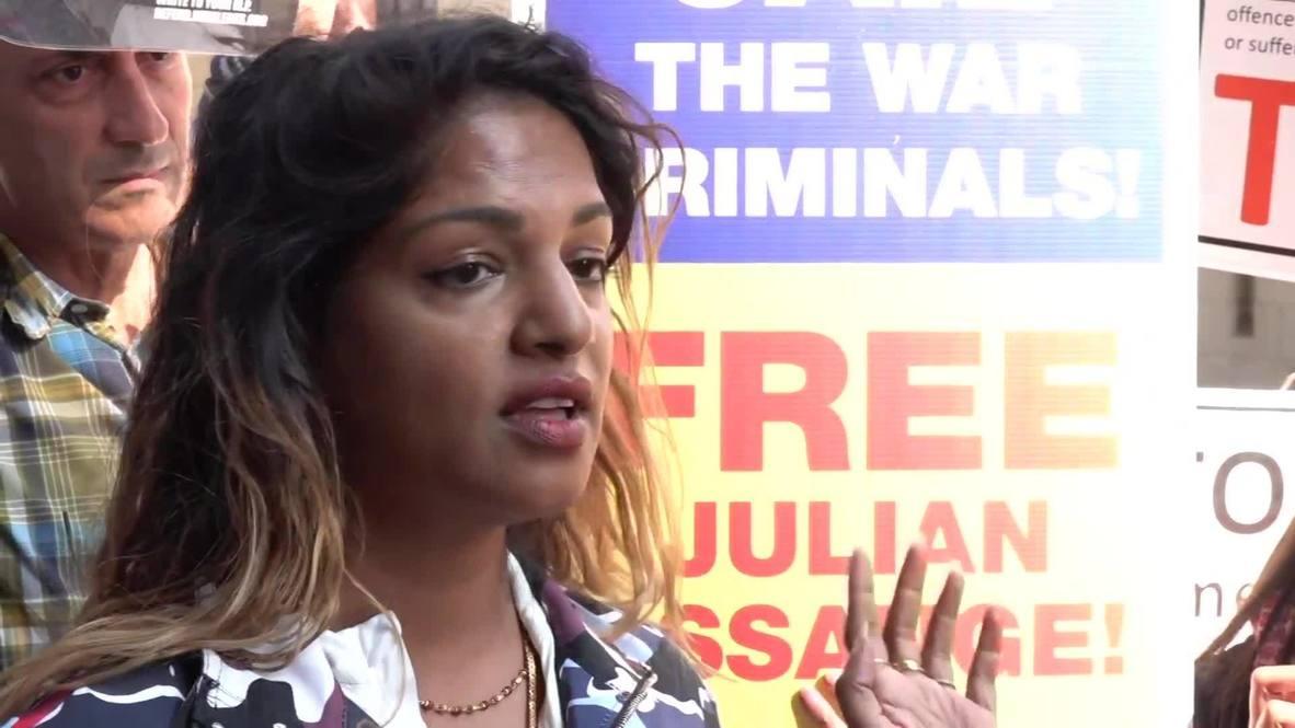 """Reino Unido: """"Julian ha sufrido suficiente""""- Rapera M.I.A en el exterior de la corte de Londres"""