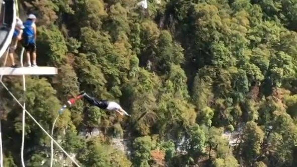 Вечно молодой. 90-летний ветеран совершил свой девятый прыжок с высоты более 200 метров