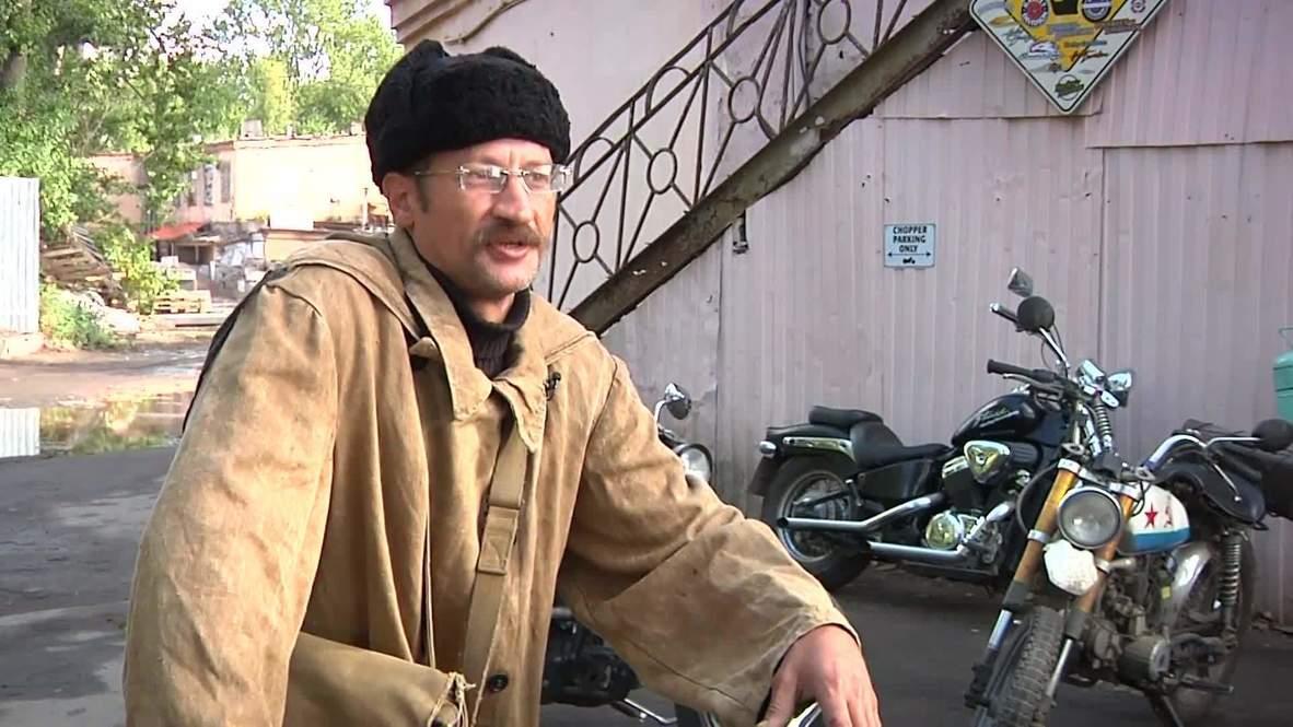 Кто там? - Современный почтальон Печкин, который ездит на мотоцикле и выхаживает бездомных котят