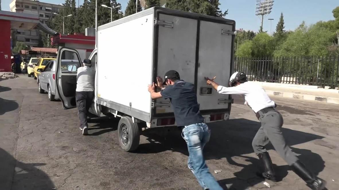 سوريا: سائقو دمشق يصطفون في محطات البنزين بعد تسبب العقوبات الأمريكية بنقص في الوقود