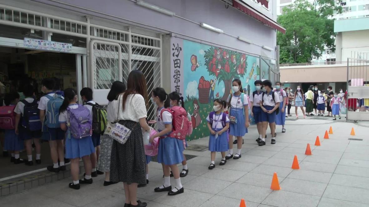 Hong Kong: Alumnos regresan al colegio tras reanudarse las clases presenciales