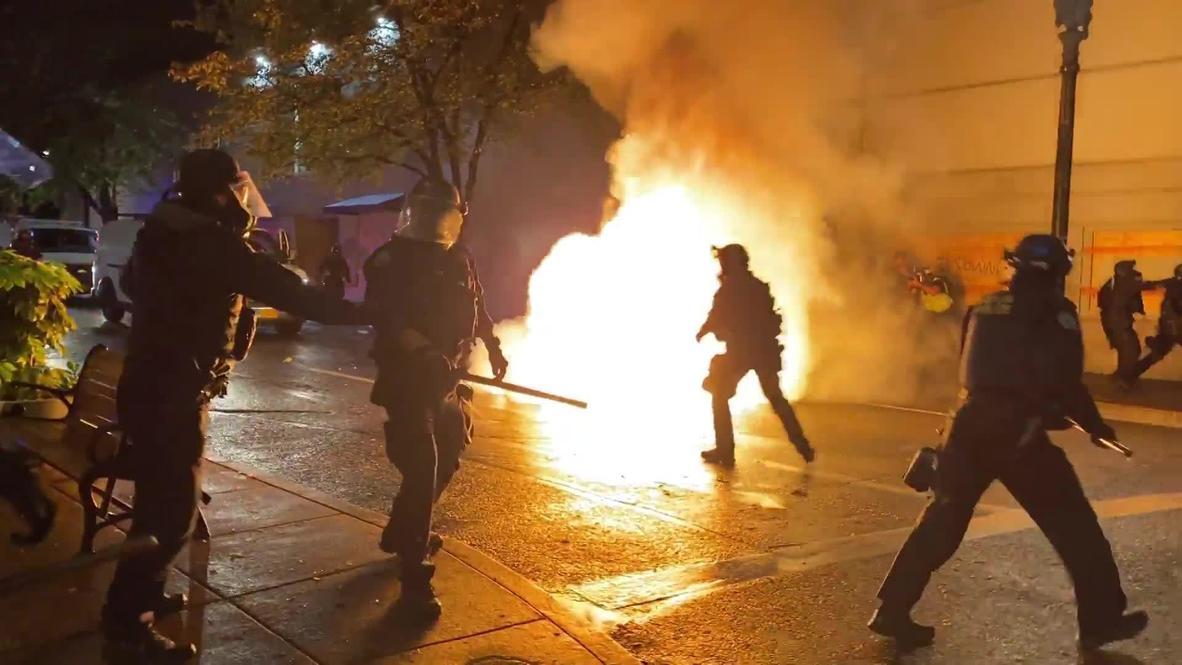 EE.UU.: Lanzan un cóctel molotov a la policía en una protesta de BLM en Portland