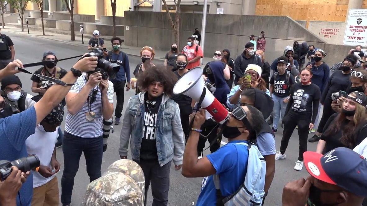 EE.UU.: Manifestantes BLM exigen la liberación de más de 100 detenidos durante protestas frente la prisión de Louisville