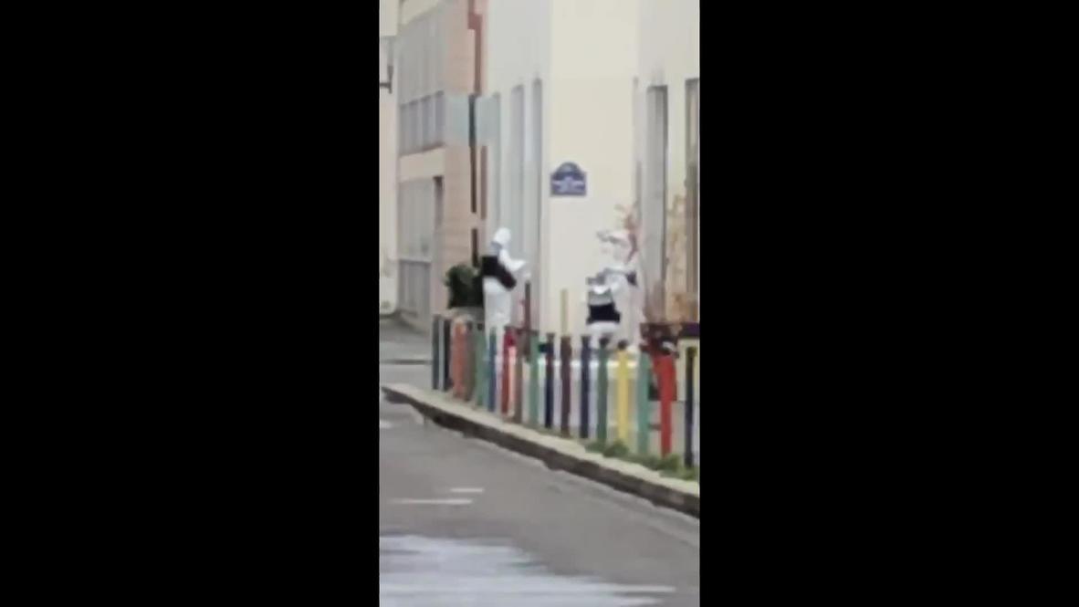 Francia: Equipo forense en lugar del ataque cerca de las antiguas oficina de Charlie Hebdo