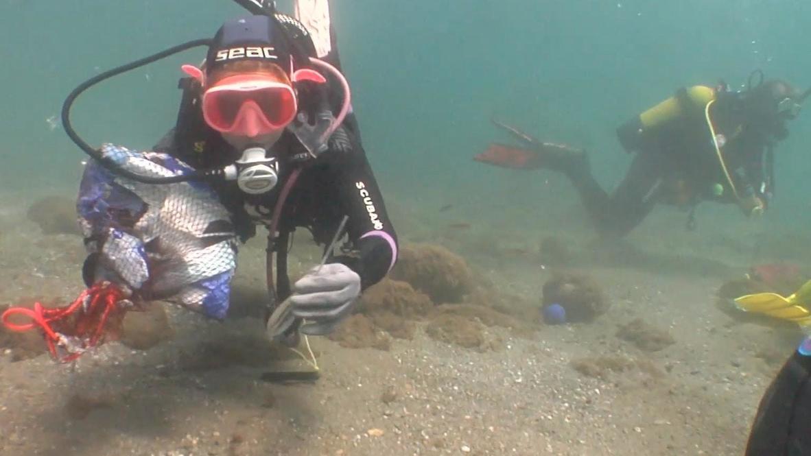 España: Voluntarios limpian el fondo marino de las costas españolas