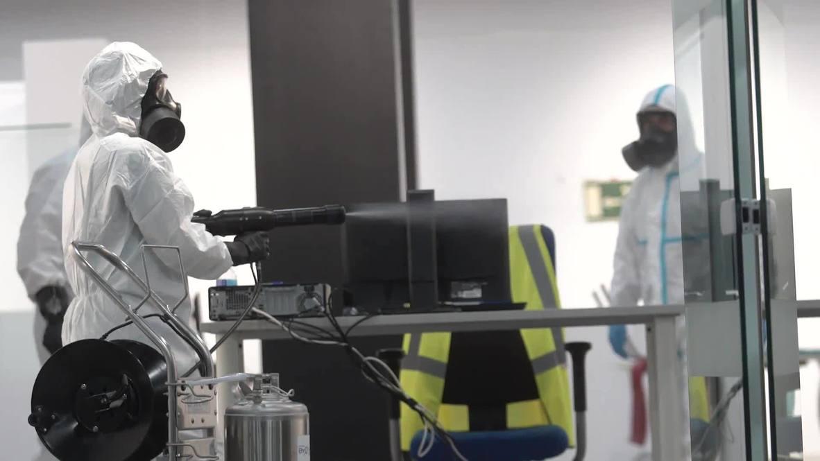 España: Militares desinfectan recintos públicos tras masivas pruebas PCR en Madrid
