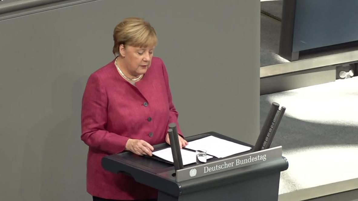 """Германия: Меркель призвала к """"прозрачному"""" расследованию предполагаемого отравления Навального"""