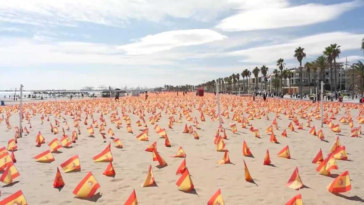 España: Playa de Valencia amanece cubierta de banderas españolas en homenaje a las víctimas de covid-19