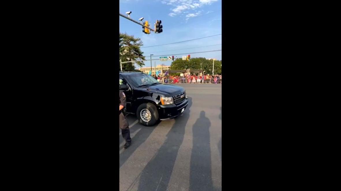 الولايات المتحدة الأمريكية: ترامب يفاجئ مؤيديه بالتلويح من سيارة أمام المستشفى