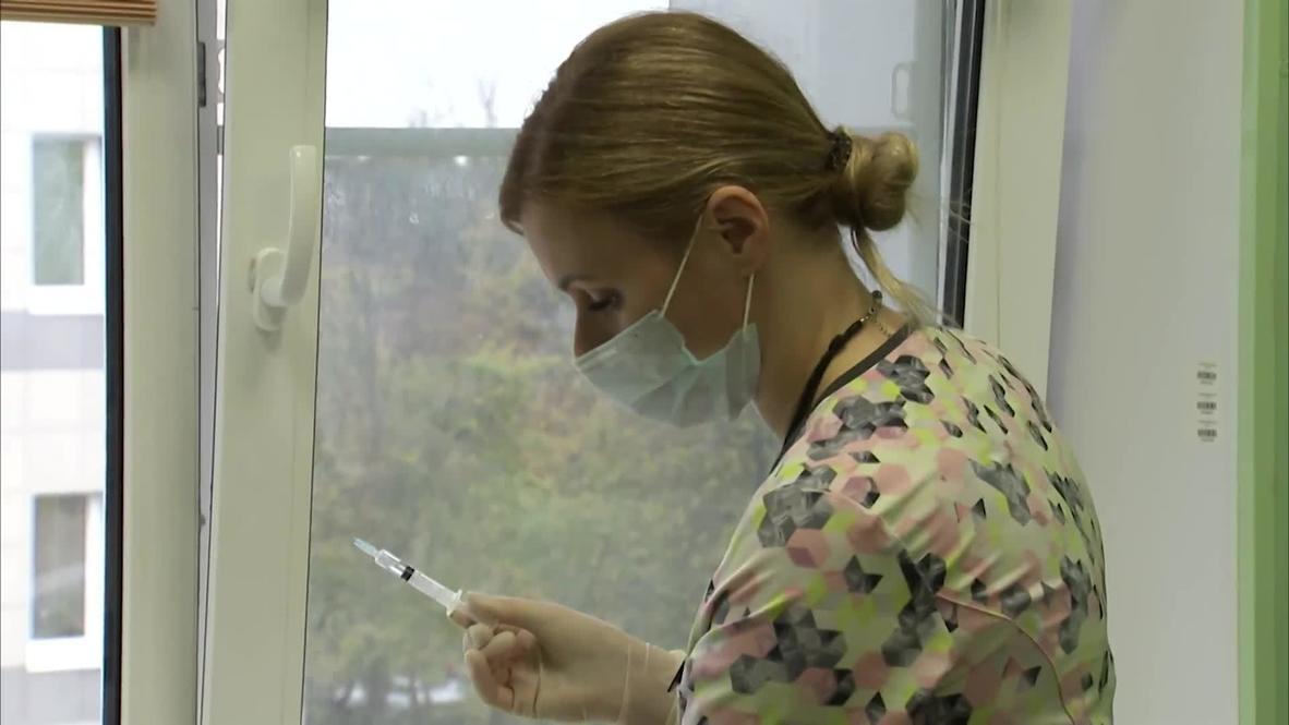روسيا: الكوادر الطبية في سان بطرسبرغ تتلقى لقاح كوفيد-19