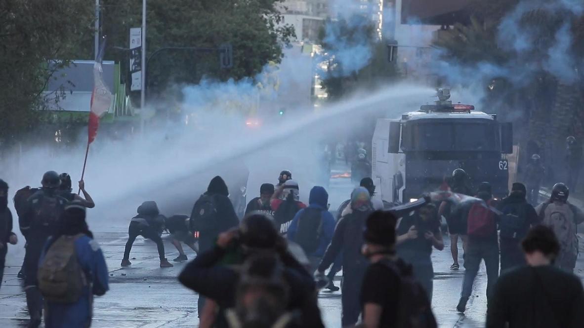 Chile: Policía utiliza gas lacrimógeno y cañones de agua en una protesta contra la brutalidad policial