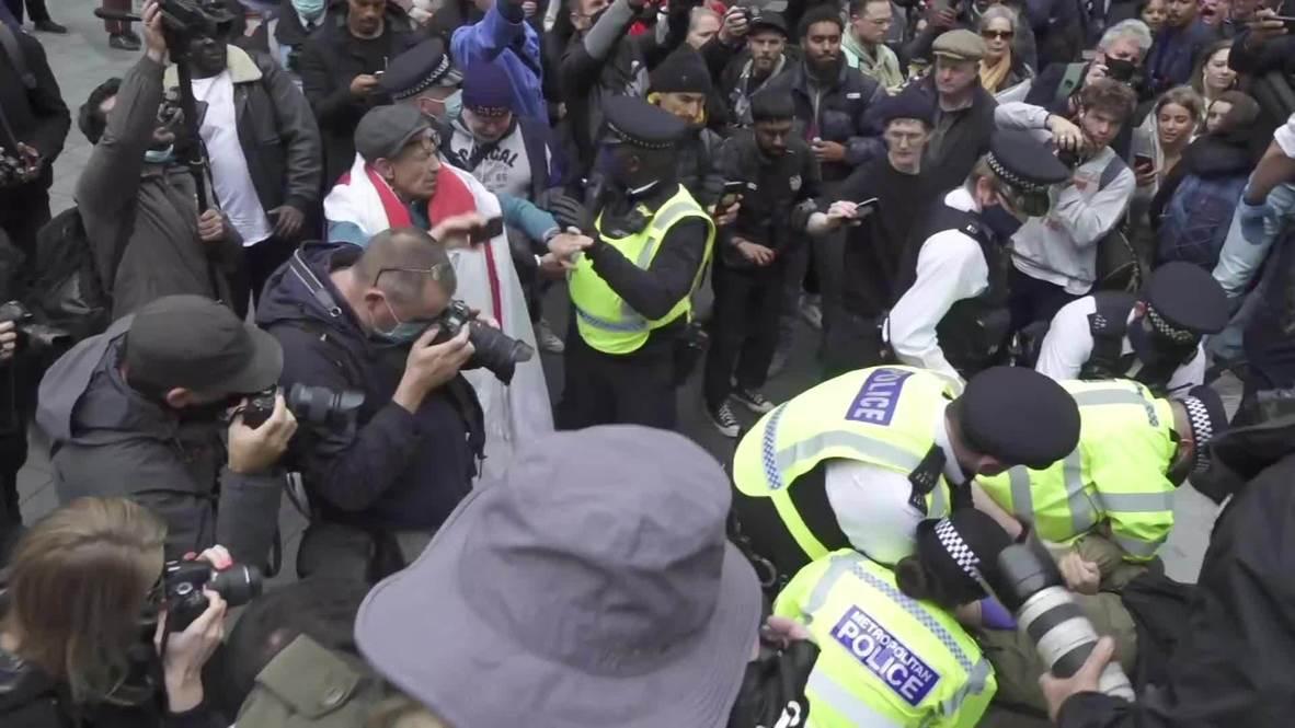 Reino Unido: Policía arresta a manifestante en mitin de negacionistas del covid-19 en Londres