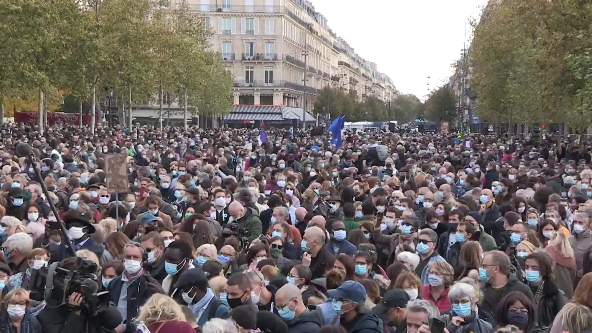 Francia: Concentración en París para rendir homenaje al profesor decapitado  | Video Ruptly