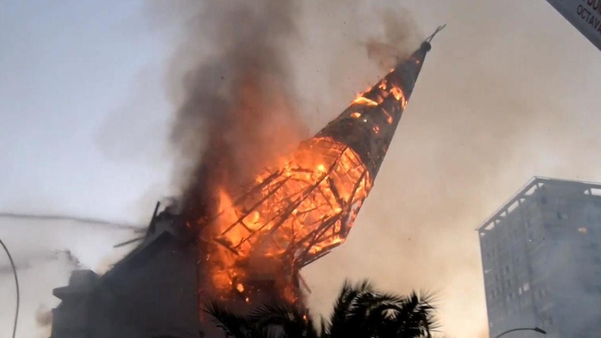 تشيلي: كنائس تحترق ومدافع مياه موجهة لتفرقة المتظاهرين وسط احتجاجات سانتياغو