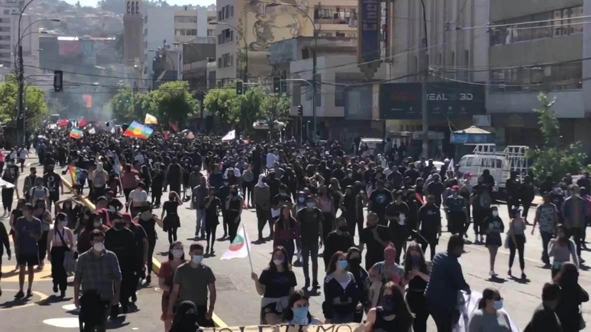 Chile: Manifestantes se enfrentan a la policía en protesta antigubernamental en Valparaíso