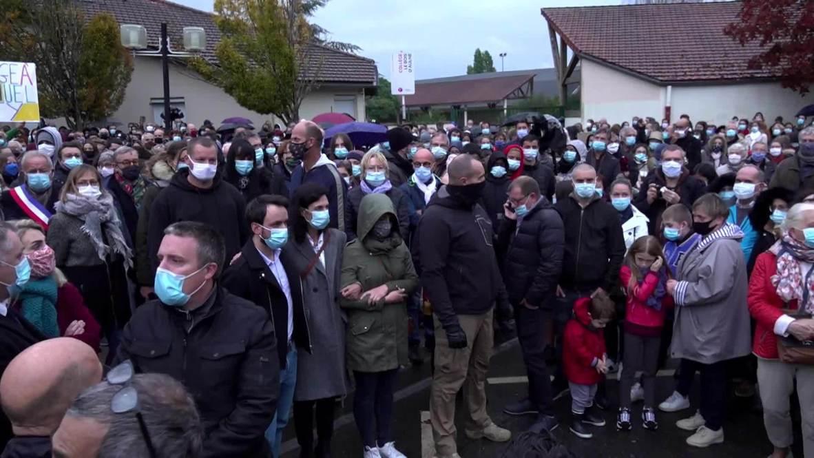 فرنسا: الآلاف يشاركون بمسيرة صامتة تكريما لمعلم المدرسة المقتول
