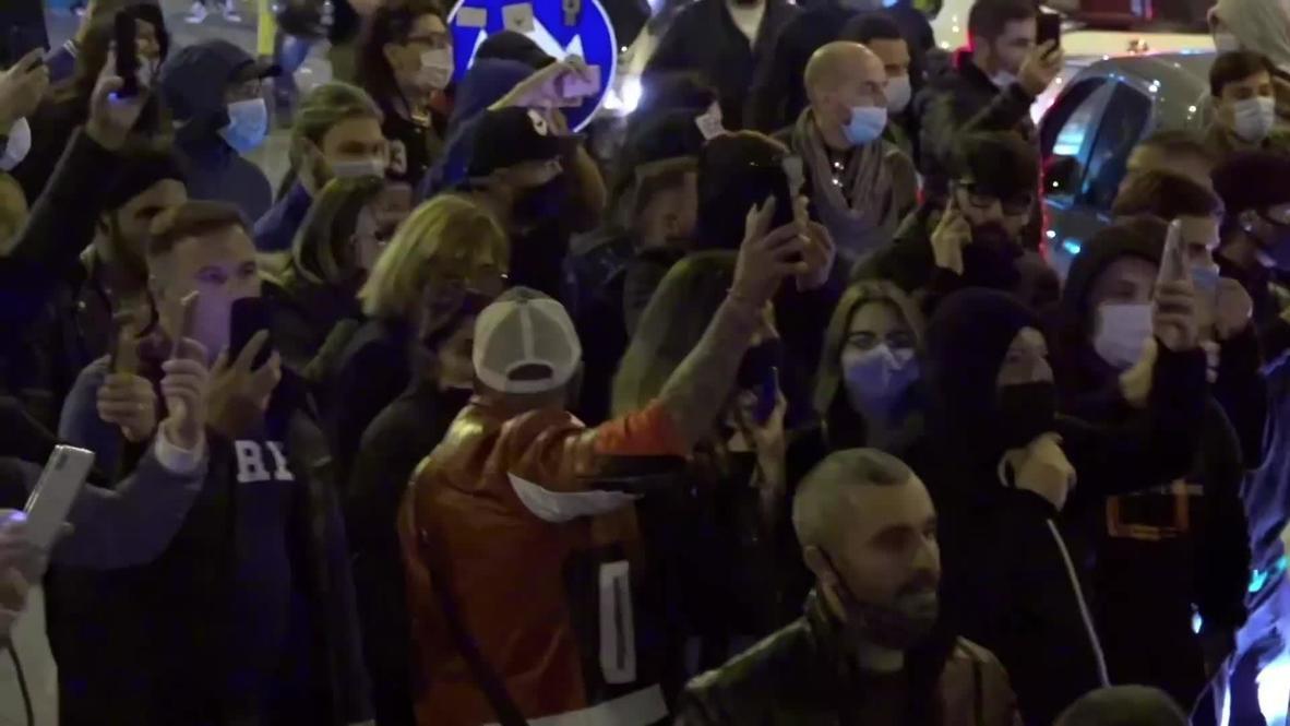 Italia: Manifestantes marchan en Nápoles contra la imposición de un toque de queda por covid-19