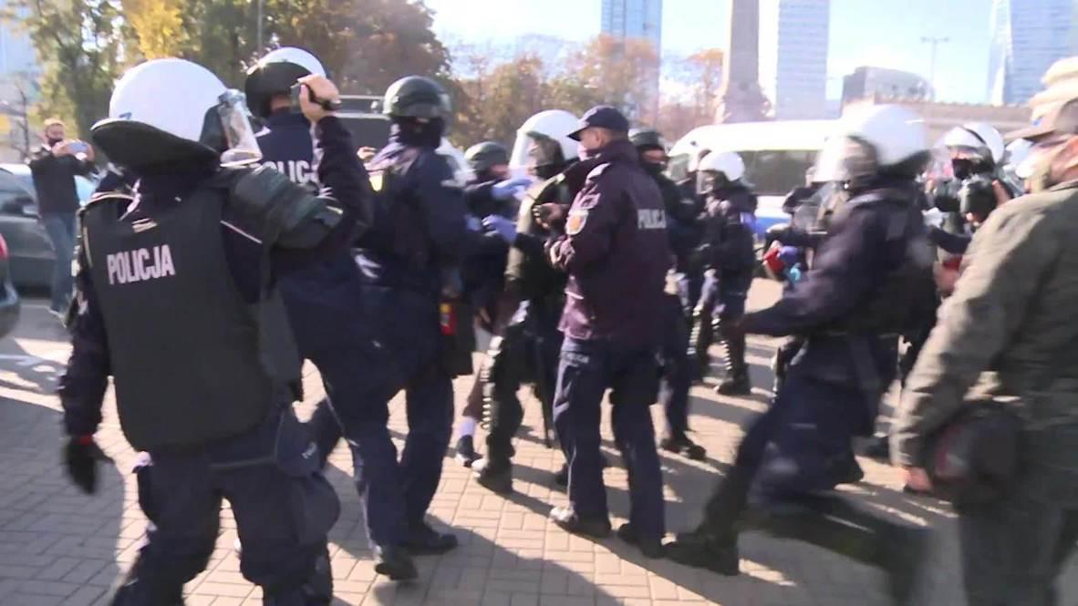 Польша: В Варшаве прошли задержания во время митинга против ограничений по COVID-19