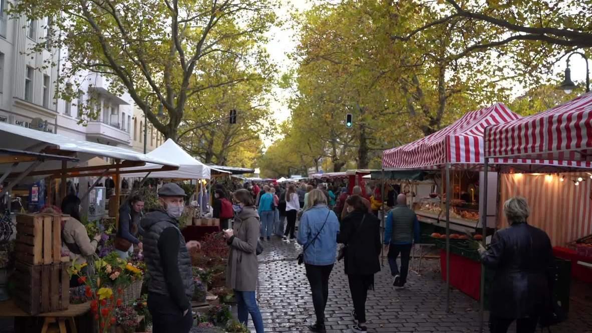Alemania: Residentes abarrotan el mercado de Berlín el día que el uso obligatorio de la mascarilla entra en vigor
