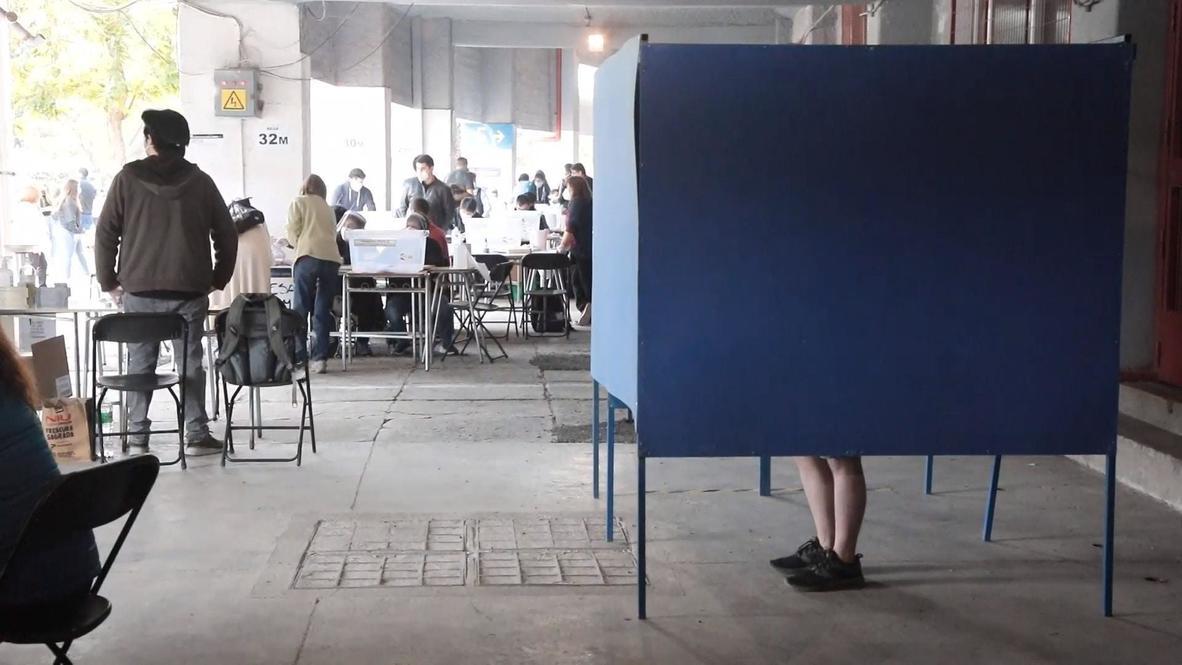 Chile: Abren los colegios electorales para la votación del Plebiscito Nacional