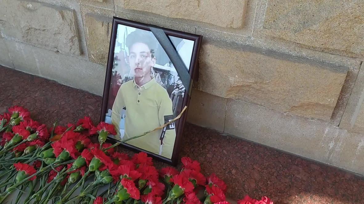 Азербайджан: Жители Баку скорбят по погибшему из-за обстрела в Гяндже российскому мальчику