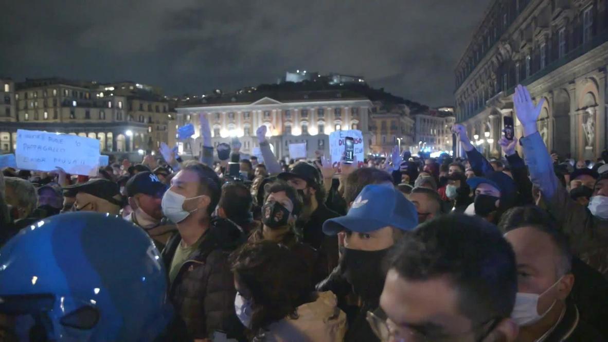 """إيطاليا: المحتجون يطالبون """"بالحرية"""" في مسيرات نابولي المستمرة ضد قيود كوفيد"""