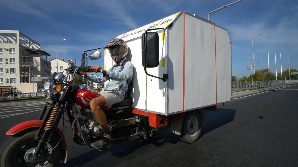 С милым рай и в шалаше. Молодая пара из Пермского края построила дом на мотоцикле