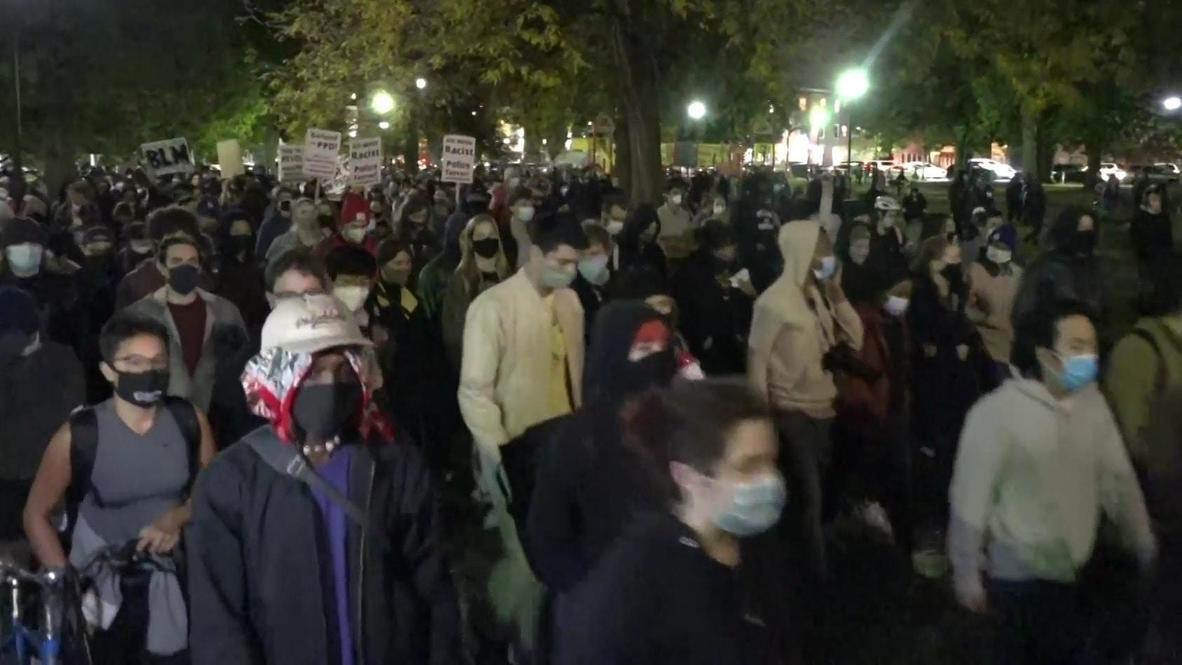الولايات المتحدة الأمريكية: مئات المتظاهرين يحتجون في فيلادلفيا عقب مقتل رجل أسود برصاص الشرطة