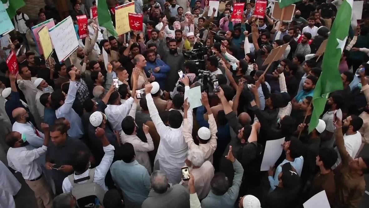 Pakistán: Manifestantes pisotean fotografías de Macron en Karachi