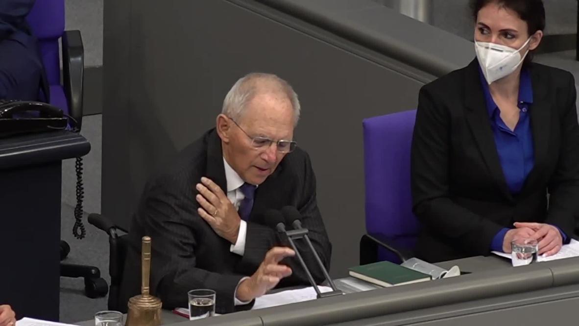 Германия: Главе Бундестага пришлось вмешаться из-за возмущенных выкриков во время речи Меркель о COVID-19
