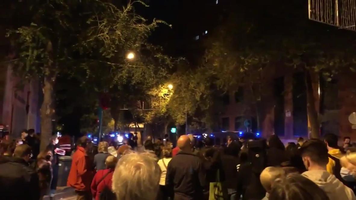 """Испания: Демонстранты в Барселоне спели """"Калинку"""" после обвинений в связях Каталонии с РФ"""