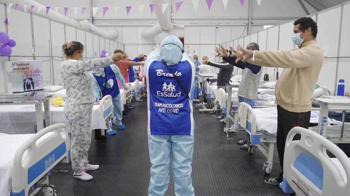 Perú: Psicólogos bailan, cantan y juegan con pacientes internados con covid-19 para ayudarles a recuperarse