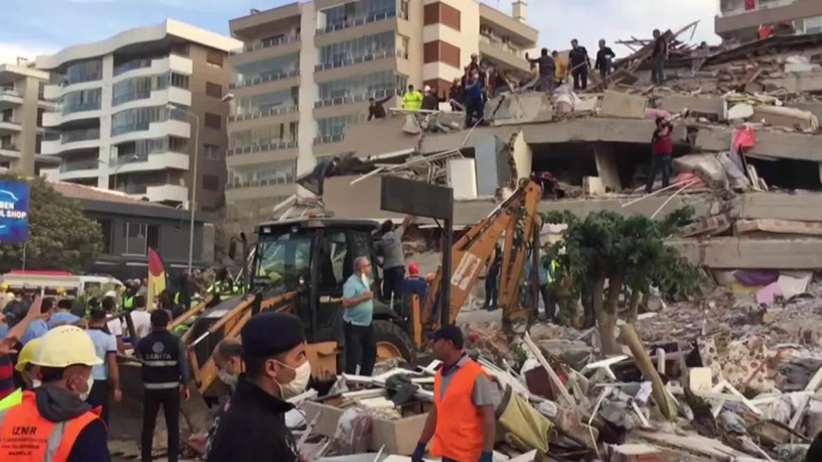 Turquía: Edificios se derrumban en Bayrakli tras un mortal terremoto de magnitud 7.0