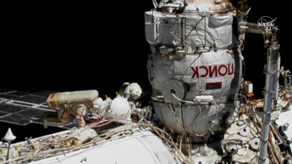 EEI: Cosmonautas de Roscosmos realizan primera caminata espacial a través del módulo Poisk