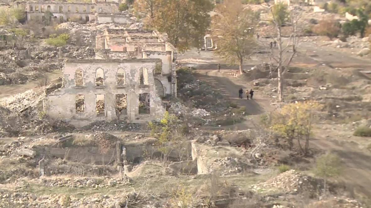Azerbaiyán: Edificios en Agdam quedan destruidos tras la retirada de las tropas armenias