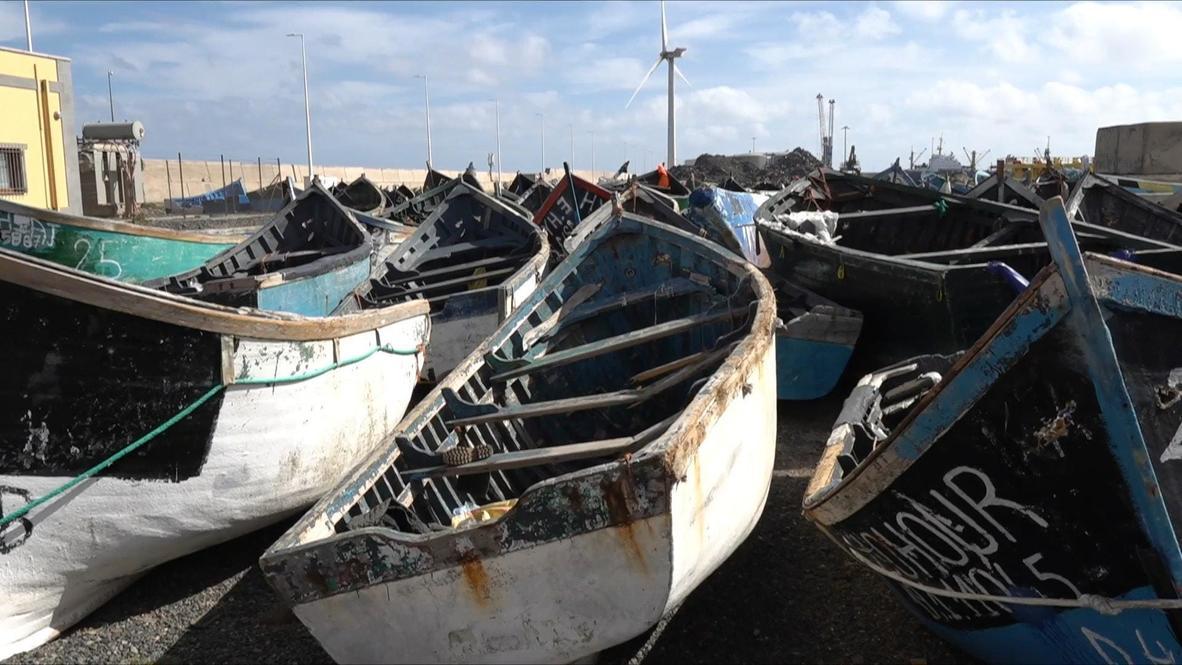 España: Decenas de barcos usados por migrantes se acumulan en un puerto de las Islas Canarias