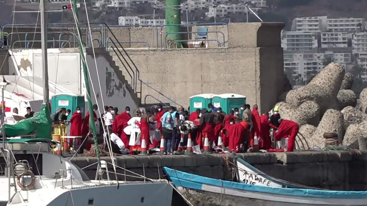 España: Barcos de rescate llevan a decenas de migrantes y solicitantes de asilo al puerto de Gran Canaria