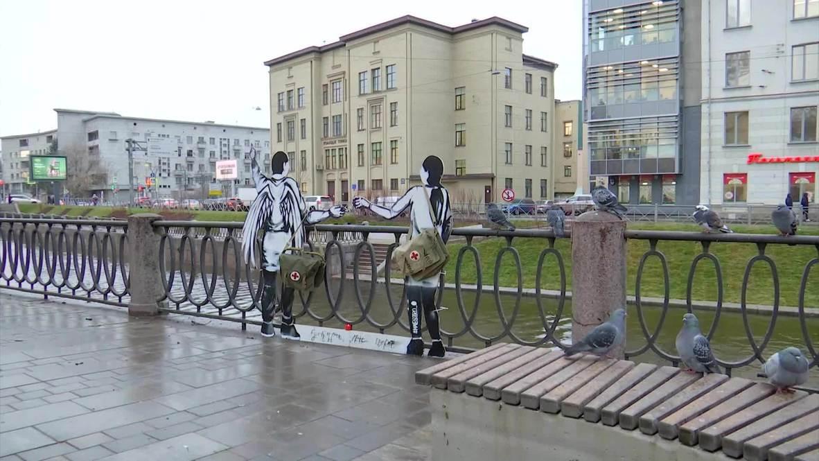 Россия: На месте будущего памятника медикам в Петербурге появился временный мемориал