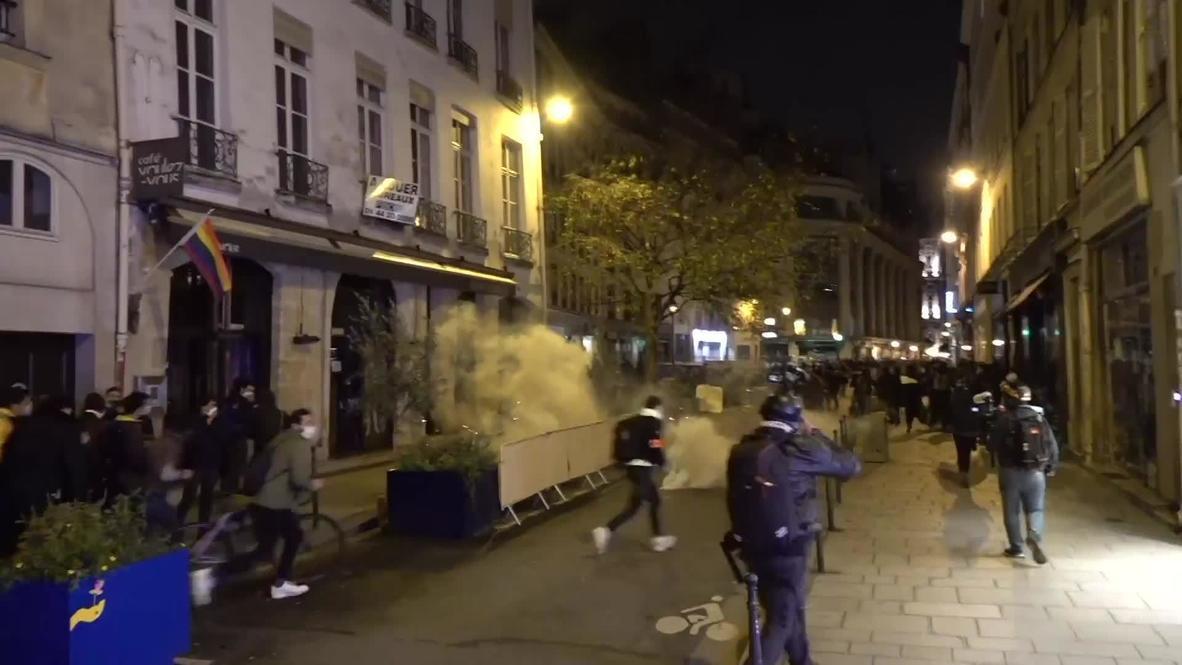 فرنسا: الشرطة تطلق الغاز المسيل للدموع لتفريق محتجين مؤيدين للاجئين في باريس