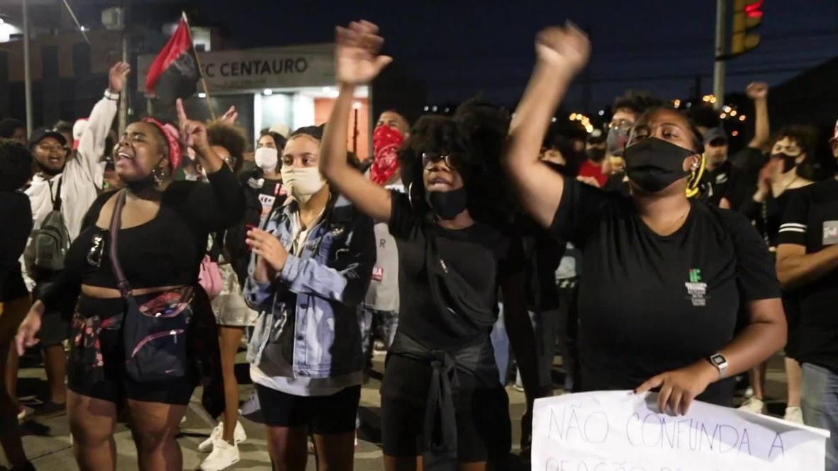 Brasil: Policía dispara gas lacrimógeno en Porto Alegre en protesta por la muerte de hombre afrobrasileño