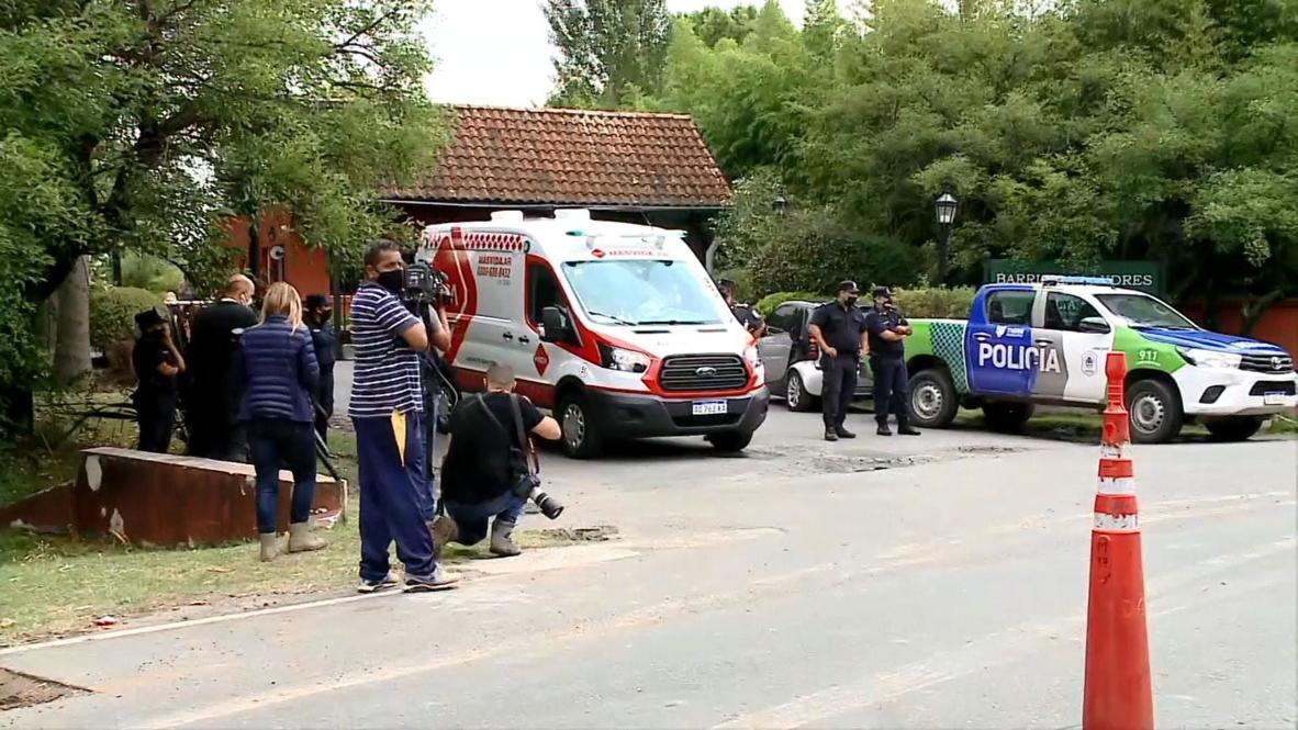 Аргентина: Полиция и журналисты прибыли к резиденции Диего Марадоны после сообщения о его смерти