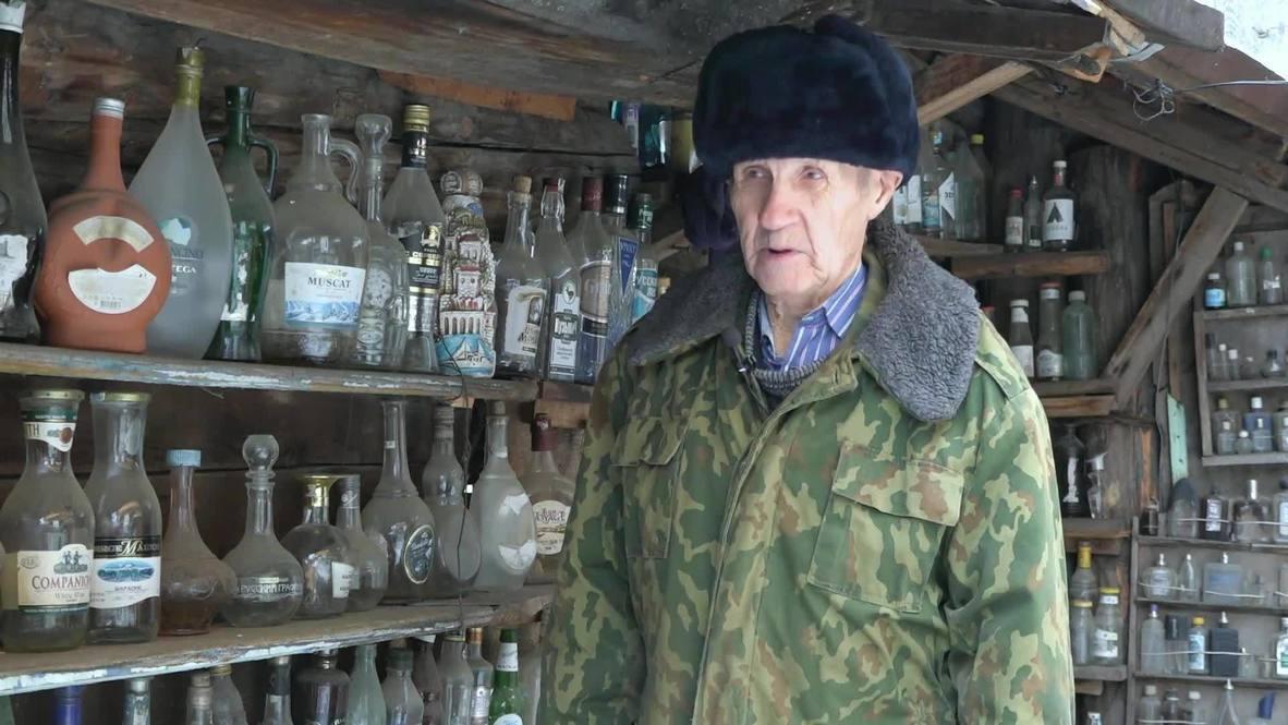 Не враг бутылки. Пенсионер-коллекционер из Челябинской области создал во дворе своего дома необычный музей