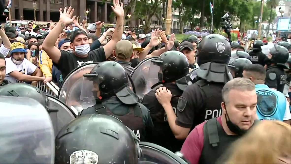 Argentina: Incidentes en el acceso a la Casa Rosada durante el velatorio de Maradona