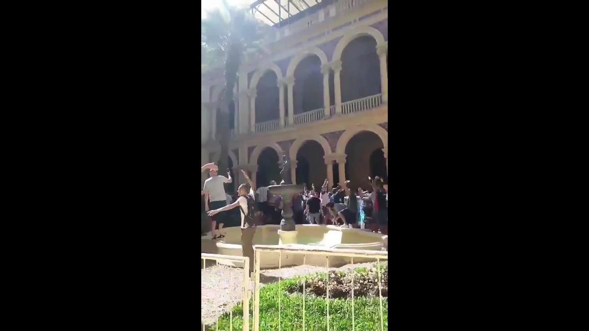 Argentina: Maradona supporters take over inner courtyard at Casa Rosada