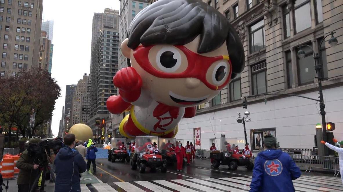 """США: Парад """"Мейси"""" на День благодарения прошел в Нью-Йорке без зрителей"""